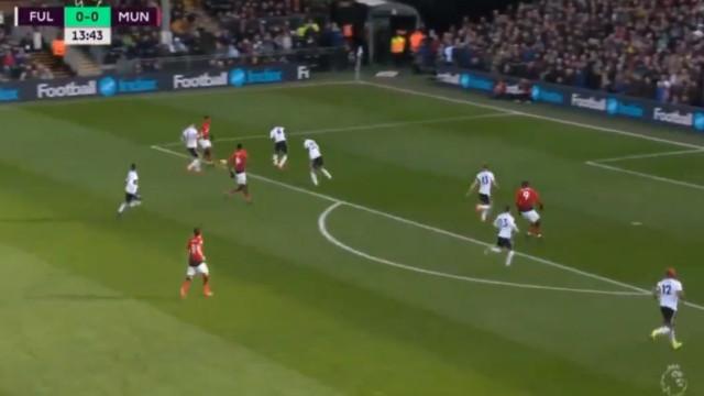 Pogba adianta o Manchester United com belo golo de ângulo apertado