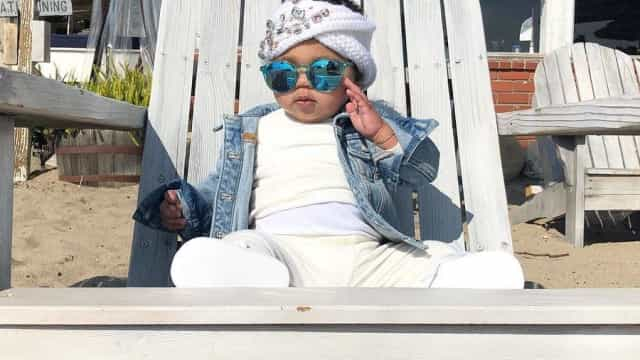 Pequena diva: Filha de Khloé Kardashian cheia de estilo em nova foto