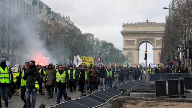 Momentos de violência marcaram 13.º fim de semana de protesto em Paris