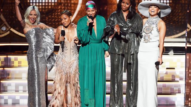 'Girl Power!' Michelle Obama surpreende nos Grammys ao lado de estrelas