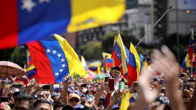 """Exército jura lealdade """"inflexível"""" a Nicolas Maduro"""