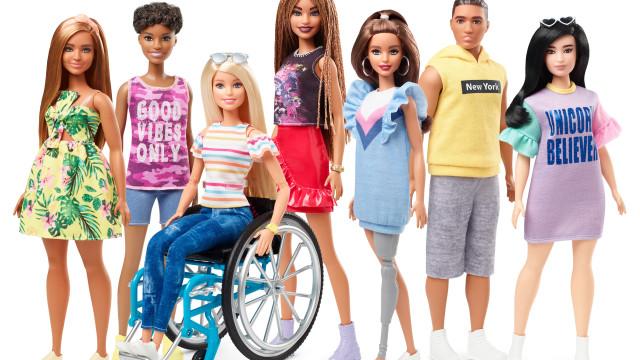 Ícones modernos: Nova boneca da Barbie em cadeira de rodas e com prótese
