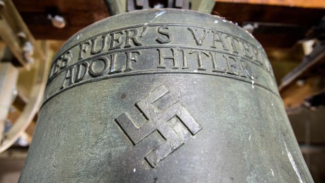 Igreja alemã que usava sinos nazis com suásticas foi processada