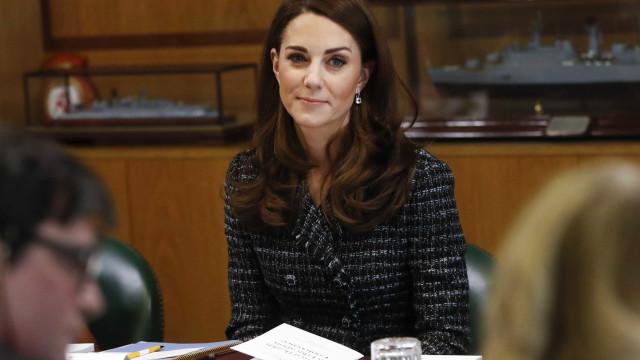 """Kate Middleton confessa que era muito """"inocente"""" quando foi mãe"""