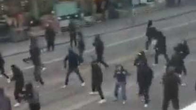 Confrontos entre adeptos de Nápoles e Zurique lançam o pânico nas ruas