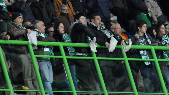 Derrota europeia em Alvalade acaba com assobios e lenços brancos