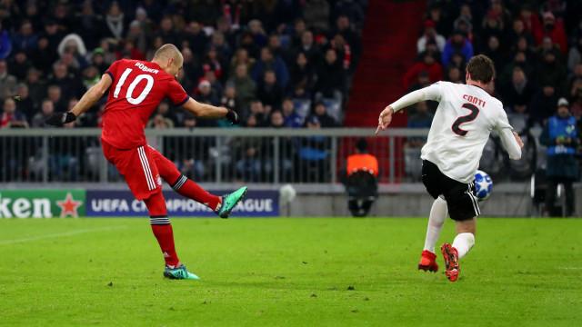 """Sem jogar desde novembro, Robben desespera: """"Já tentámos de tudo"""""""