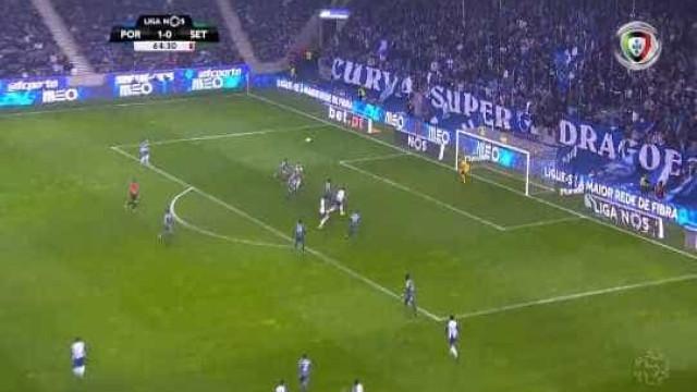 Soares marca segundo do FC Porto após cruzamento teleguiado de Telles