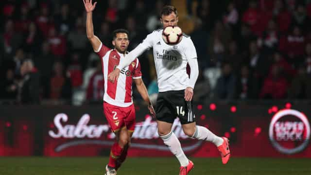 [0-1] Aves-Benfica: Águias muito perto do segundo