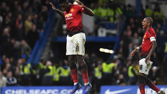 United voa para os 'quartos' nas asas Pogba e agudiza crise do Chelsea