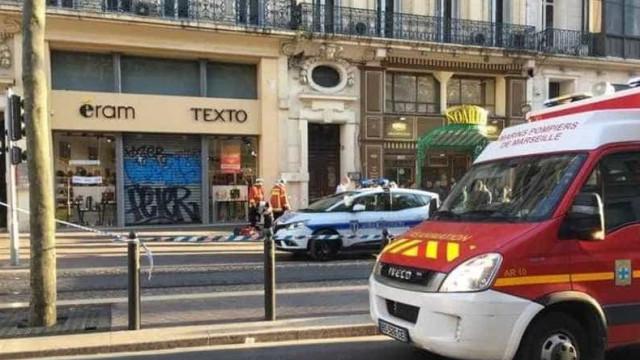 Ataque em Marselha faz vários feridos. Suspeito foi baleado e morreu