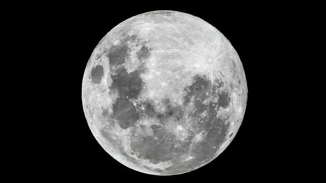 """Em dia de Super Lua, GNR apela: """"Não ande com a cabeça na lua"""""""