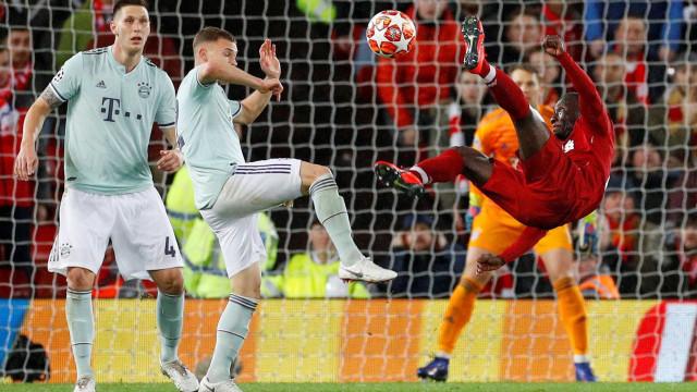 Pacto de paz entre Liverpool e Bayern. Renato Sanches mal tocou na bola