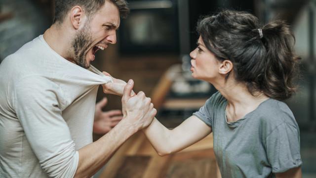 'Em casa onde não há pão'... O principal motivo porque casais discutem