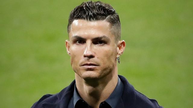 Cristiano Ronaldo usa luxuosos ténis… no valor de mais de 13 mil dólares