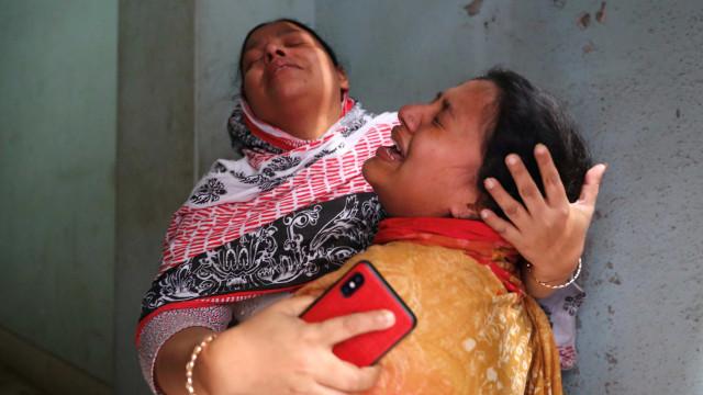 Balanço de mortos num incêndio no Bangladesh sobe para 81