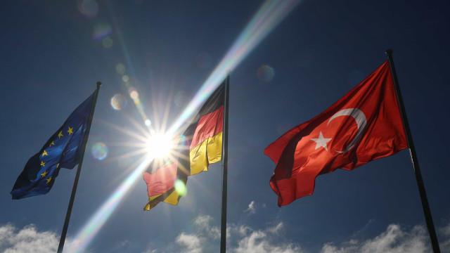 """É """"inaceitável"""" pedido do PE para suspender a adesão da Turquia à UE"""