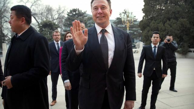 Condução 100% autónoma chega no final do ano, diz Elon Musk