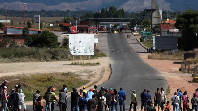 Dois mortos e vários feridos em confrontos na fronteira da Venezuela