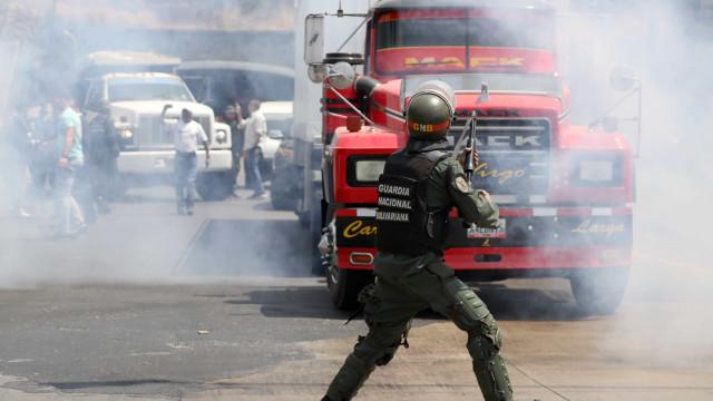 Venezuela: Confrontos e dificuldades na entrada de ajuda humanitária