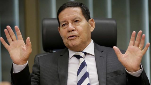 """Maduro """"não é louco a ponto de atacar"""" o Brasil, diz 'vice' de Bolsonaro"""