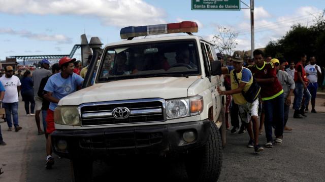 Venezuelanos feridos internados no Brasil após confrontos com militares