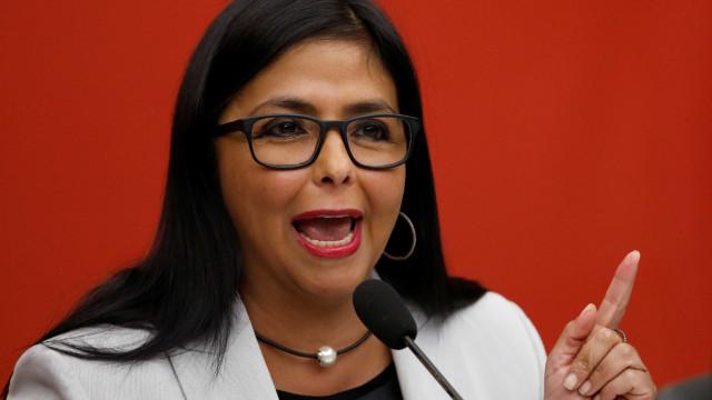 Venezuela ordena encerramento parcial da fronteira com a Colômbia