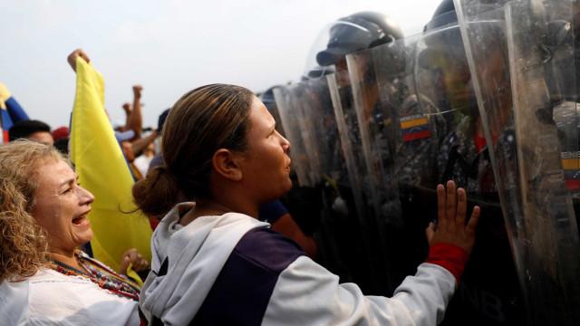 Colômbia anuncia que vai retirar rapidamente os seus diplomatas