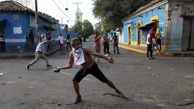 Dois feridos em incidentes com polícia na fronteira com a Colômbia