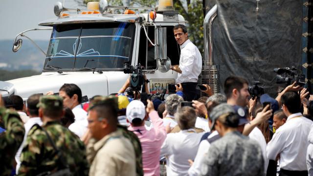"""""""Entrou o primeiro carregamento de ajuda humanitária"""", anunciou Guaidó"""