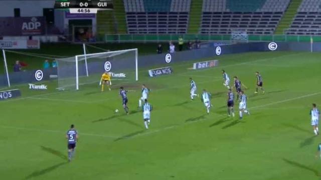 Mattheus Oliveira adiantou o Vitória SC no Bonfim com este golo