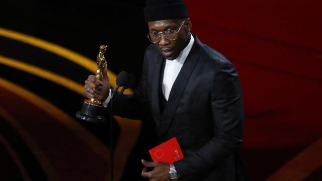 Mahershala Ali conquista o segundo Óscar por desempenho em 'Green Book'