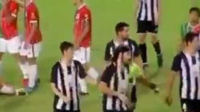 Argentina: Jogador perde a cabeça e agride 3 rivais antes de ser expulso