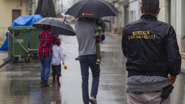 Houve quem não se deixasse intimidar com o Carnaval 'molhado'