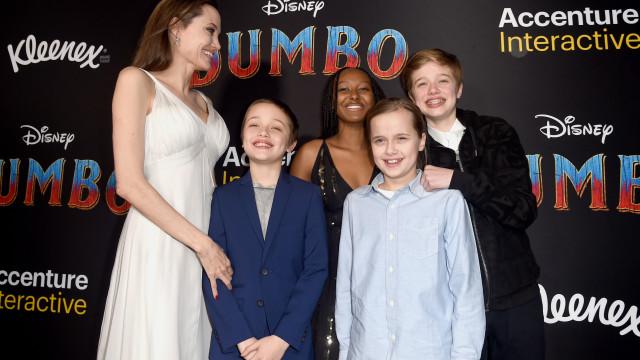 Angelina Jolie permite que filhos passem férias com Brad Pitt