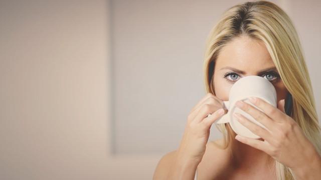 Descubra os três melhores chás que combatem prisão de ventre