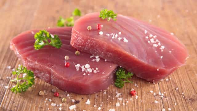 Sim, é preciso congelar o atum antes de o consumir. A ciência explica
