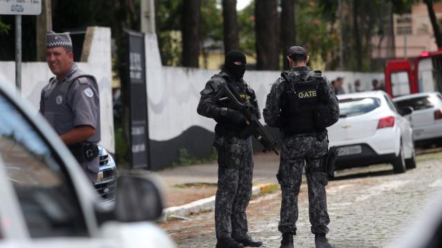 Só um dos atacantes terá disparado em escola de São Paulo, diz polícia