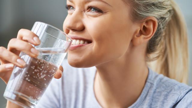O leitor perguntou: Beber água antes das refeições emagrece?
