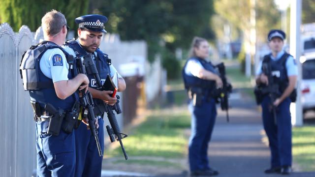 Polícia detém homem na Nova Zelândia após encontrar engenho suspeito