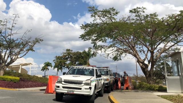 Mil membros das forças policiais venezuelanas desertaram para a Colômbia