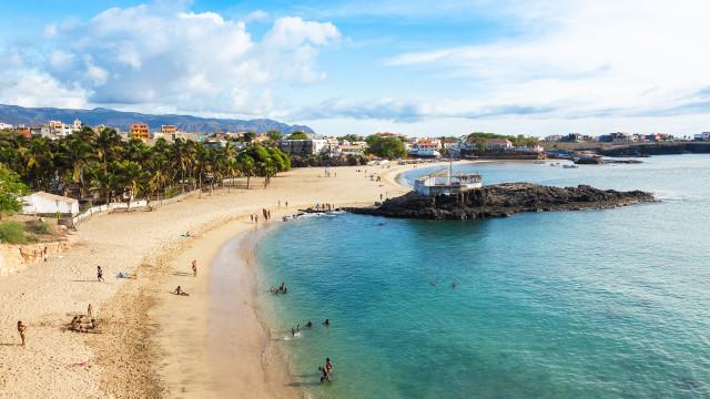 Praia está à sua espera!