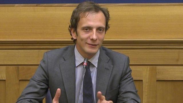 Político italiano contra as vacinas é internado com varicela