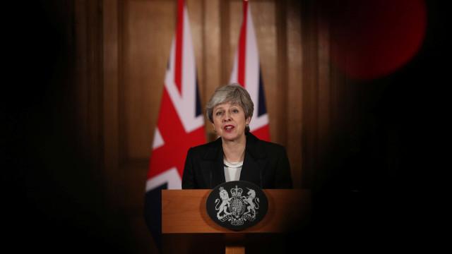"""May pressiona parlamento. """"Cancelar Brexit causará danos irreparáveis"""""""