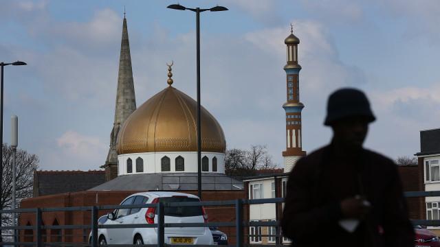 Mesquitas de Birmingham atacadas com marretas