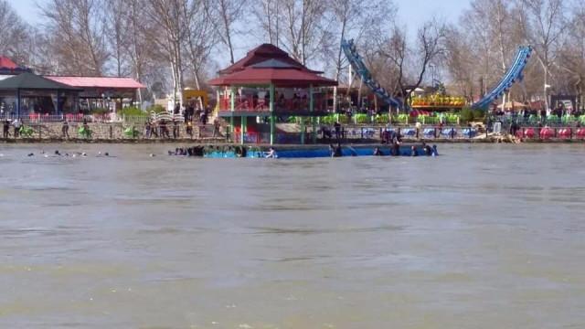 Número de mortos de ferry que naufragou no Iraque sobe para 54