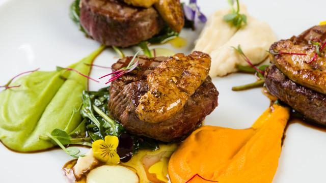 La cuisine française à mesa do SOMOS Restaurant & Lounge