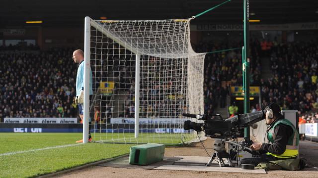 Condenados a 17 anos de prisão por acesso ilegal a jogos Premier League