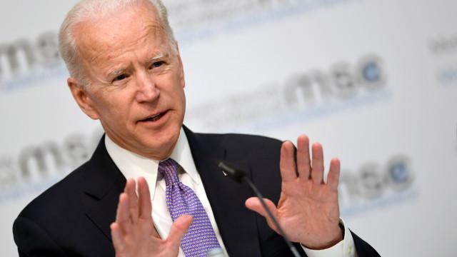 Biden agressivo no debate que juntou candidatos democratas à Casa Branca