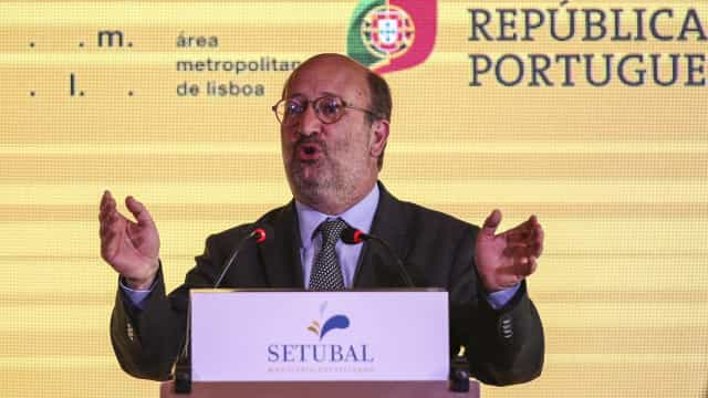 """Ministro nega benefícios à ex-mulher e fala em percursos """"normais"""""""